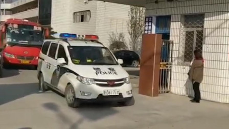 温暖回家路!湖北荆州 民警开车为离校学生保驾护航