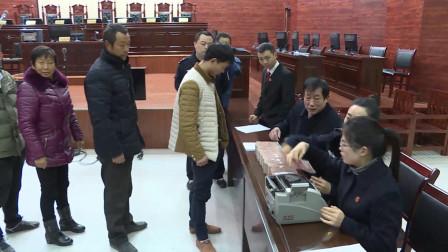 湖北宜城 法院助70名农民工讨回工资 现场发放120万元