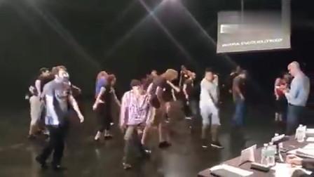丧尸片面试群众演员现场,太搞笑了