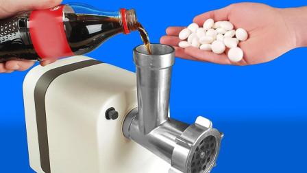 趣味实验:绞肉机放入曼陀思后再倒入可乐会怎样?机器差点散架