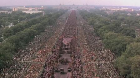 该影片筹划20年,用了30万临时演员,20万人却是无偿演出
