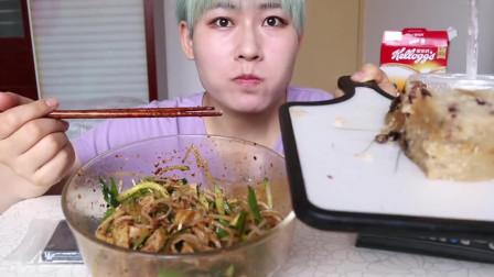 姐姐吃鲜肉粽子,这么两大块据说只有粽子的五分之一!