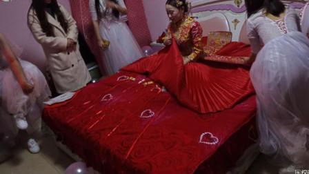 农村结婚;漂亮伴娘将鞋子藏到了裙子里,这叫伴郎如何下手