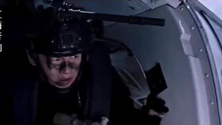 海盗枪杀中国船员逃跑,快进入他国领域前一刻,中国狙击手开枪了