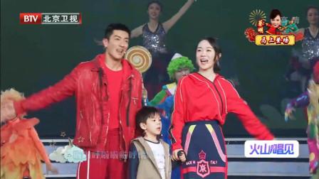 霍思燕、杜江和儿子嗯哼演唱《亲亲我的宝贝》,儿子太萌