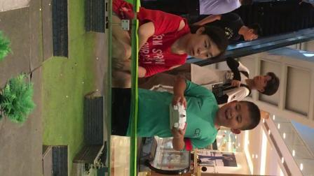 【7岁】7-2哈哈在环球港玩实物坦克大战游戏对战对抗IMG_0701.MOV