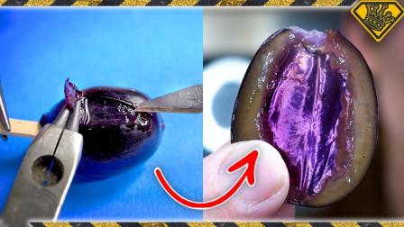 实验达人挑战给水果变颜色,还亲自尝了尝?那味道会有变化么?