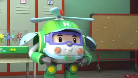 变形警车:海利终于拿到了自己喜欢的风车很高兴