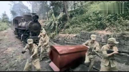 火车被棺材挡了去路,谁料男子不听劝往前走,结果酿成了悲剧!
