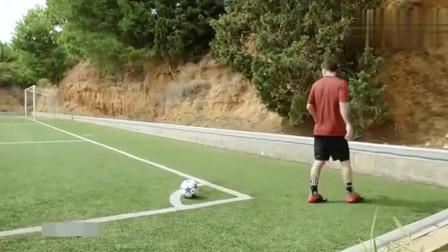 服不服! 梅西挑战罚角球踢横梁, 球王强大气场一击命中