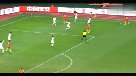 国足王霜火了边路惊艳1V3展现超强控球+戏耍对方全场球迷嗨了