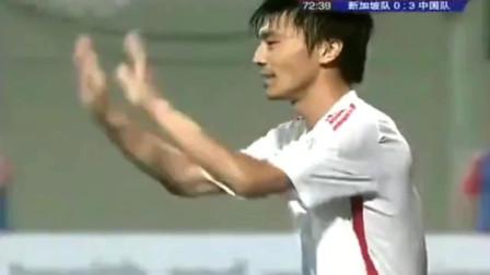 全场都懵了! 中国后卫狂奔70米连过数人一条龙破门, 简直帅炸了
