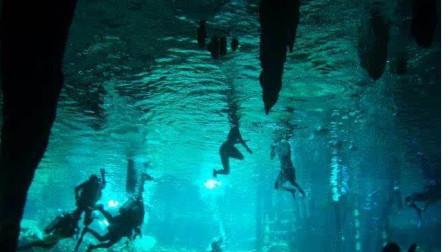 洞穴探险者意外遭遇天堂:神秘岛上洞穴里,一个地下世界水源像绿宝石般清澈!