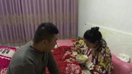 倆孩子生病了,该女子一天没吃饭,老公打工回来心疼的直掉泪