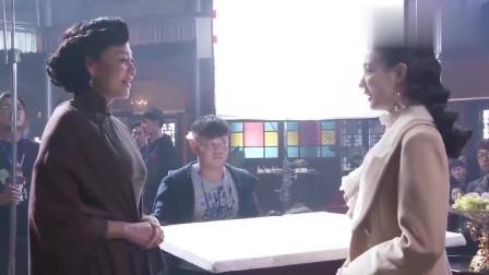 《天衣无缝》幕后花絮:凯丽演绎的贵母,穿上旗袍也是气质十足啊