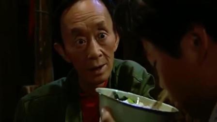四川方言喜剧《山城棒棒军2》毛子吃饭声音太大,遭到梅老坎调侃