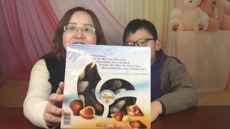"""试吃""""贝壳巧克力"""",每一颗造型都很逼真,小轩都舍不得吃了"""