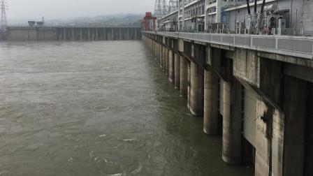 实拍葛洲坝水电站,看江水奔流,十分壮观!