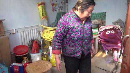 农村婆婆包包子儿媳来帮忙,孙子说还是奶奶包的好看