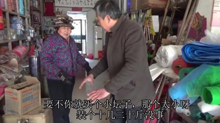 农村婆婆买小缸腌鸡蛋,一问价格说算了买不起