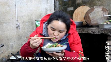 苗大姐辣椒炒虾米, 大碗米饭,虾太香,连加几次才吃好