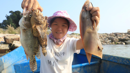 小渔四哥出海收笼,两夫妇收笼配合得默契,拉上来的都是好货