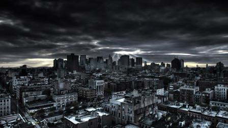 城市被外星人控制,每到12点,人类都会睡过去,却有一人醒着