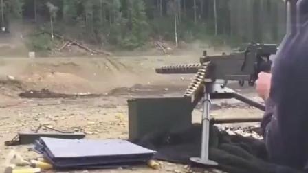 手摇式供弹射击的轻机枪,准在哪?