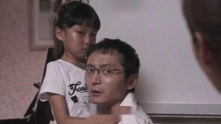 女儿弹钢琴,岂料被母亲骂哭,这下父亲不淡定了