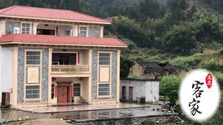 村里最富的人家一栋别墅,常年无人居住,是什么现象