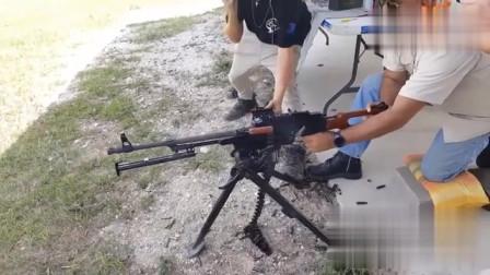 靶场不大环境挺好,枪械装备也不少 羡慕!