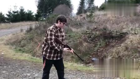 杠杆步枪在这哥们手里感觉没有后坐力了