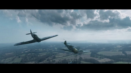 这才是最真实的战争,两架飞机在空中纠缠,生死就在一瞬间