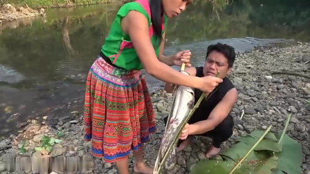 难得姐夫下河捉鱼,表姐终于轻松了一回