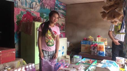 老挝农村路边摆摊美女,她说经常有中国人到这来,最想去的也是中国
