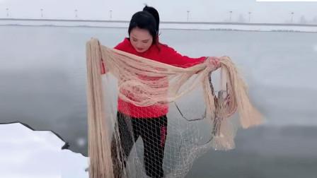 扎稳马步,美女网鱼手抛鱼网教程来了,妹子这撒网技术太好了!