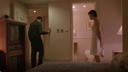 男孩应约到宾馆,女孩提出要求后,男孩默默的走了