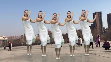 广场舞《一身清爽》跳舞给大家送温暖记得吃饺子哦