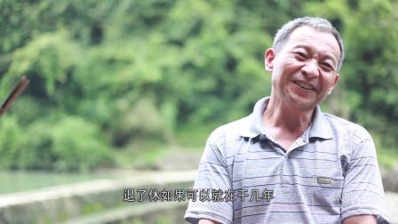 一男子在荒无人烟的地方工作32年,每天钓钓鱼,种点花