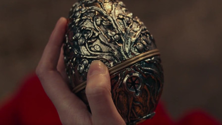 一个金属魔盒,能让玩具士兵复活,女孩靠它当上了女王