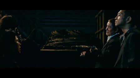 将人套上麻袋,用电钻刺穿头颅来逼供,这才是日本黑帮电影