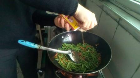 炒长豆角的做法 加点十三香味道可以的