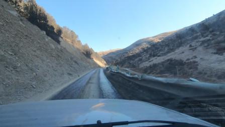 临沂小伙自驾去西藏,在317国道遇到这种路面,吓得都不敢开太快