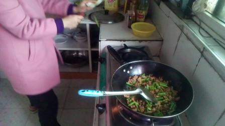 家庭菜谱做法大全 四季豆炒肉 大蒜炒肉