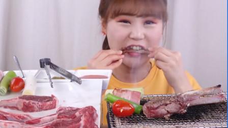 """美食之""""碳烤""""羊排 吃播小姐姐:搭配烧烤酱味道没话讲!"""