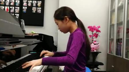 8岁女孩的日常钢琴练习,你看看孩子弹钢琴的动作标准吗?