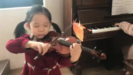 10岁女孩准备小提琴考级了,每天坚持练习小提琴