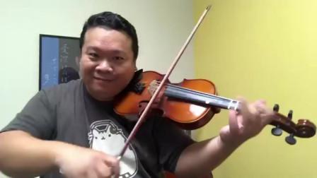 这位爸爸真用功,陪孩子上小提琴课后也学会了小提琴