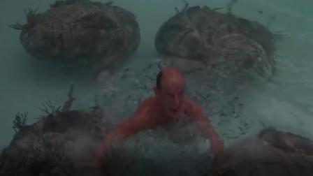 外星人向泳池里放巨茧,大爷泡了下澡,竟充满了活力