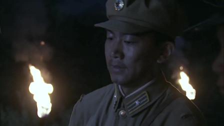 国军发现跟狗洞一般大山洞,吓唬特务投降,要不炸你个死无全尸